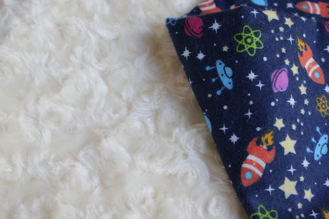 15 Minute Baby Minky Blanket | Whip up this sweet little baby minky blanket in no time at all! These come together so quickly. #minkyblanket #babyblanket #sewing #sew #isew| www.sewwhatalicia.com