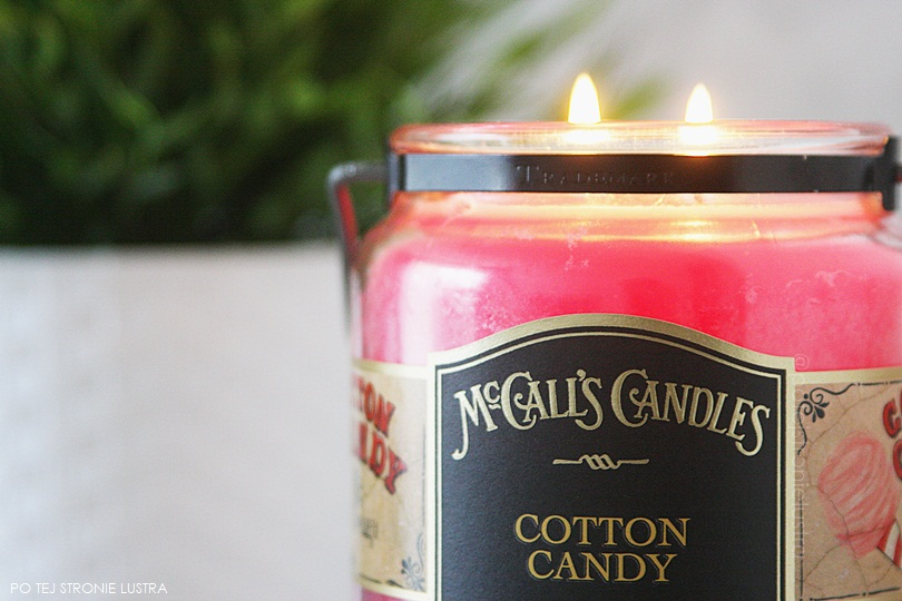 paląca się świeca mccall's candles cotton candy