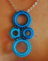 http://translate.googleusercontent.com/translate_c?depth=1&hl=es&rurl=translate.google.es&sl=en&tl=es&u=http://www.cre8tioncrochet.com/2012/04/crochet-ring-necklace/&usg=ALkJrhg0OEKGUqa4y9c2oXdDnvX3I5lyxg