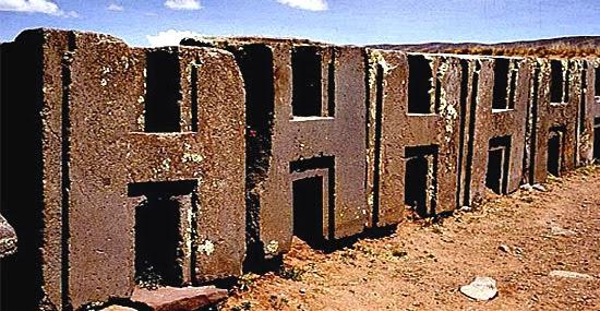 Puma Punku - paredes de blocos encaixados milimetricamente