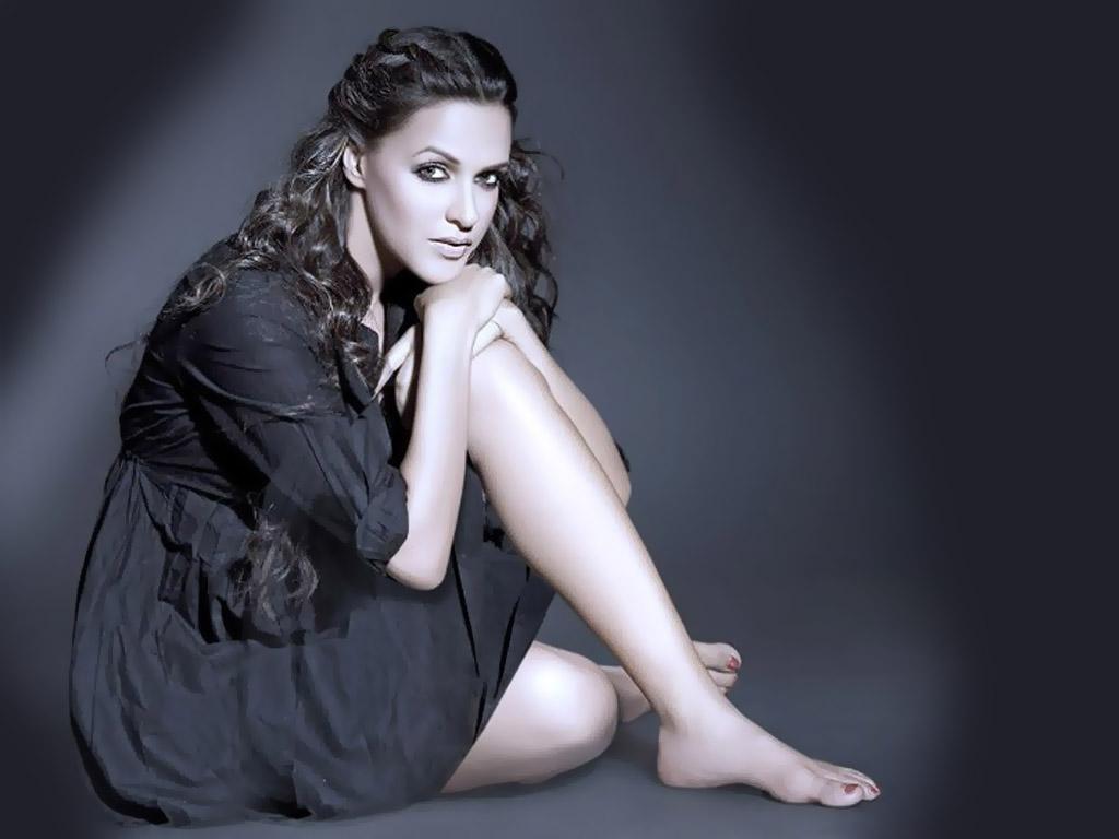 Super Sexy Neha Dhupia  Actress Wallpapers-3195