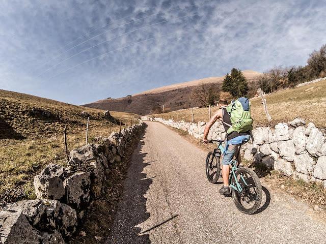 Auffahrt MTB: Mountainbike Tour Bardolino Forte Naole Monte Baldo Massiv