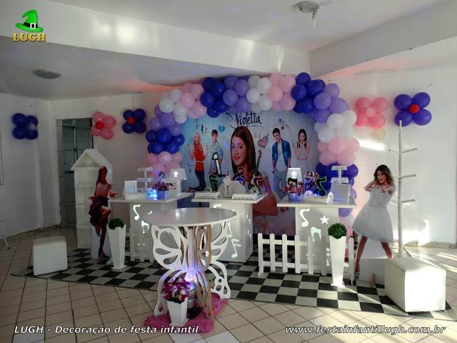 Decoração da mesa do bolo de aniversário tema Violetta para festa feminina - Provençal simples - Barra - RJ