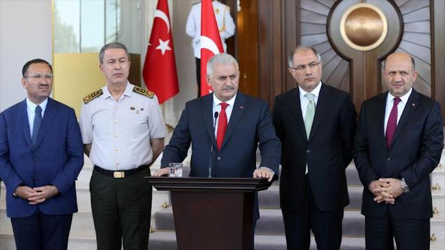 Premier de Turquía: Fallido golpe en el país es una mancha negra en la democracia turca