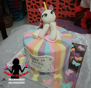 kue tart unicorn rainbow
