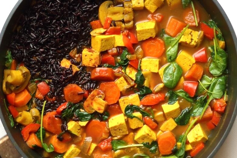 Tofu z warzywami w curry