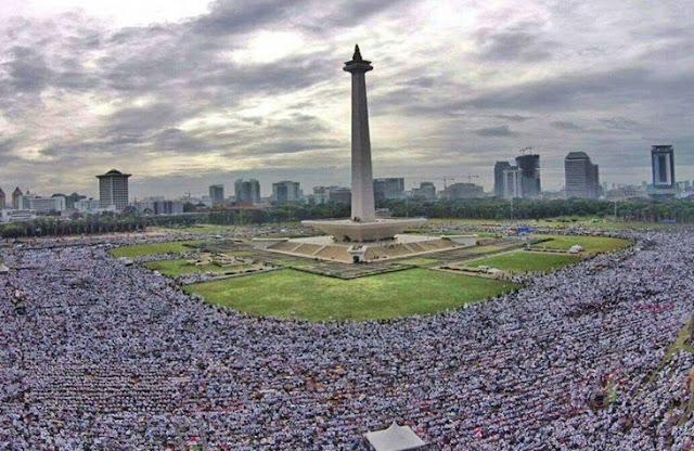 Luar Biasa..!!! Ustaz Arifin Ilham Pimpin Jutaan Massa Aksi 212 Berdzikir