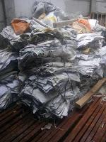 Alat pengepress sampah kertas