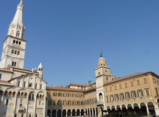 Módena,Palazzo Comunale o Municipal y Torre Ghirlandina.