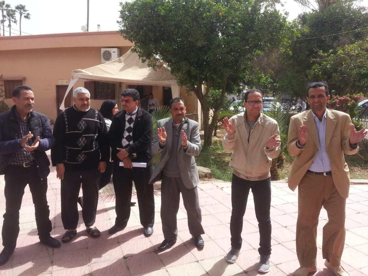 موظفون وموظفات بجماعة تارودانت في وقفة إحتجاجية وهاعلاش ..