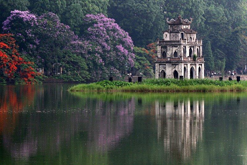 Hình ảnh Hồ Hoàn Kiếm ở phía nam phố cổ Hà Nội