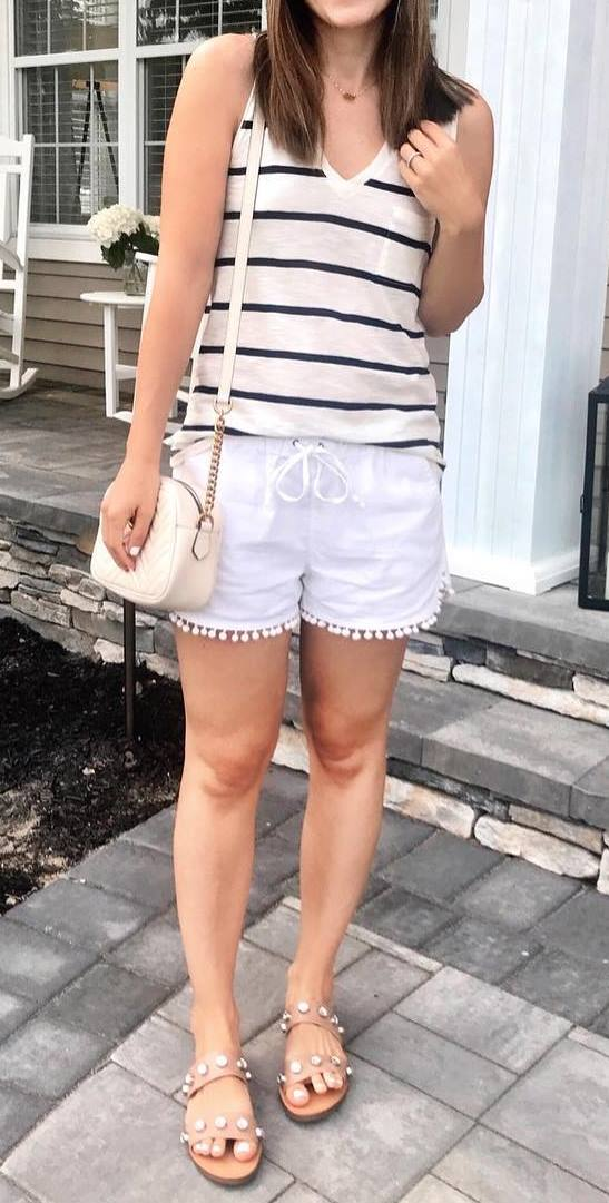 casual style perfection / striped top + bag + white shorts  + slides