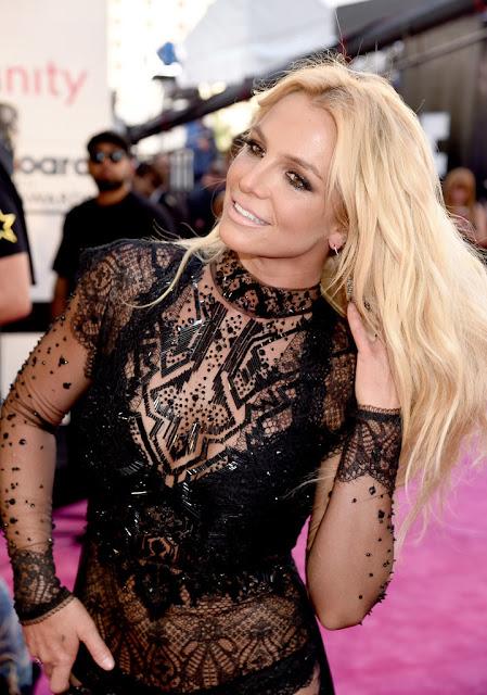 Britney Spears anunció el lanzamiento de su nuevo perfume