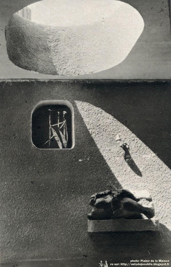 Montferrier-sur-Lez - Villa pour universitaires (un studio et un appartement de 3 pièces)  Architecte: Chanéac  Construction: vers 1969  Photos: Plaisir de la Maison - 1970