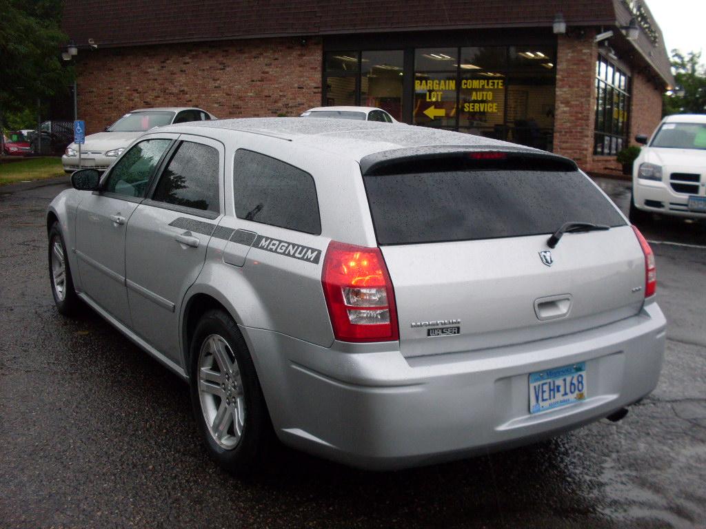Dodge Magnum Silver on 2005 Dodge Magnum White