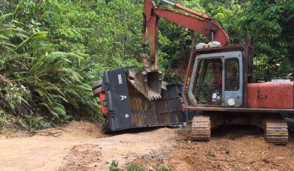 Pekerja Syarikat Pembinaan Menara Kabel Elektrik Di Konawit Maut Tersepit Bawah Lori