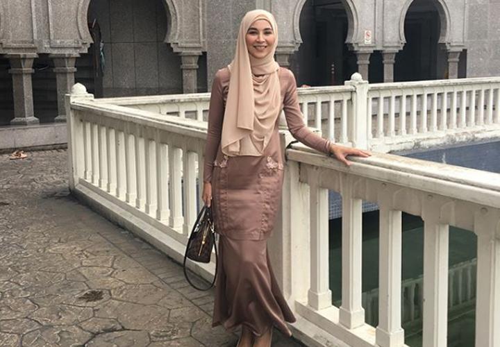 Foto Dahlia Shazwan - Wanita Trivago Terkenal di Malaysia dan Indonesia