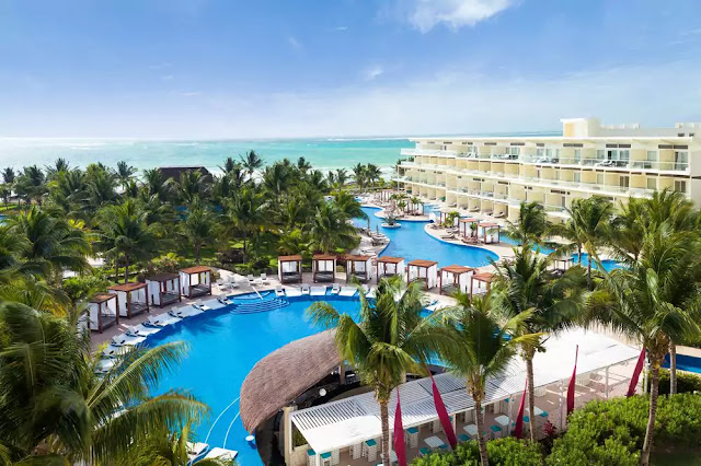 The experience at Azul Beach Resort Riviera Maya by Karisma begins the moment you arrive, with a champagne toast check in for adults, Karisma's signature aromatherapy and pillow menu to choose from and Nickelodeon smoothies for kids.