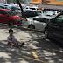 Ibu suruh anak duduk bawah panas terik untuk 'book' ruang parking kereta