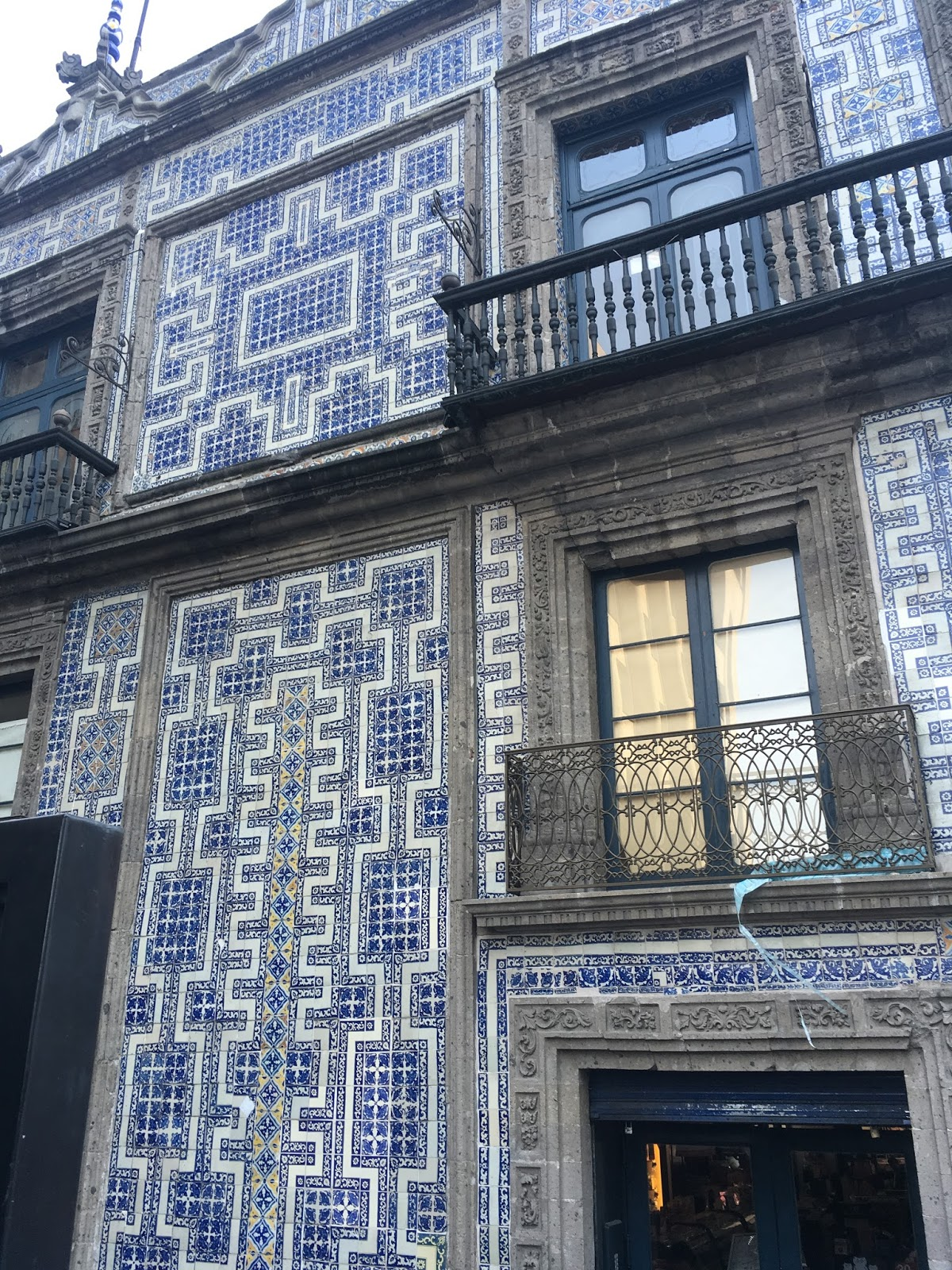 Everything oregon and beyond mexico city and the free for Casa de los azulejos