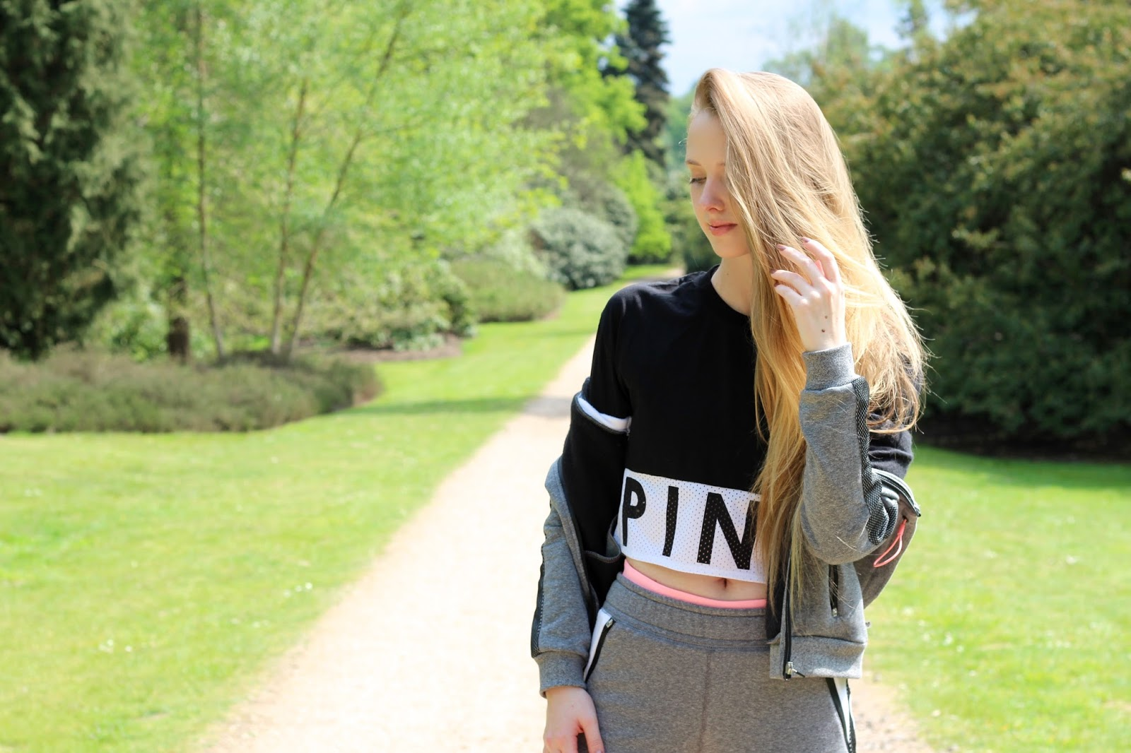 uk female activewear blogger