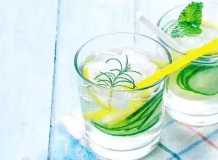 Manfaat Minuman Sassy water