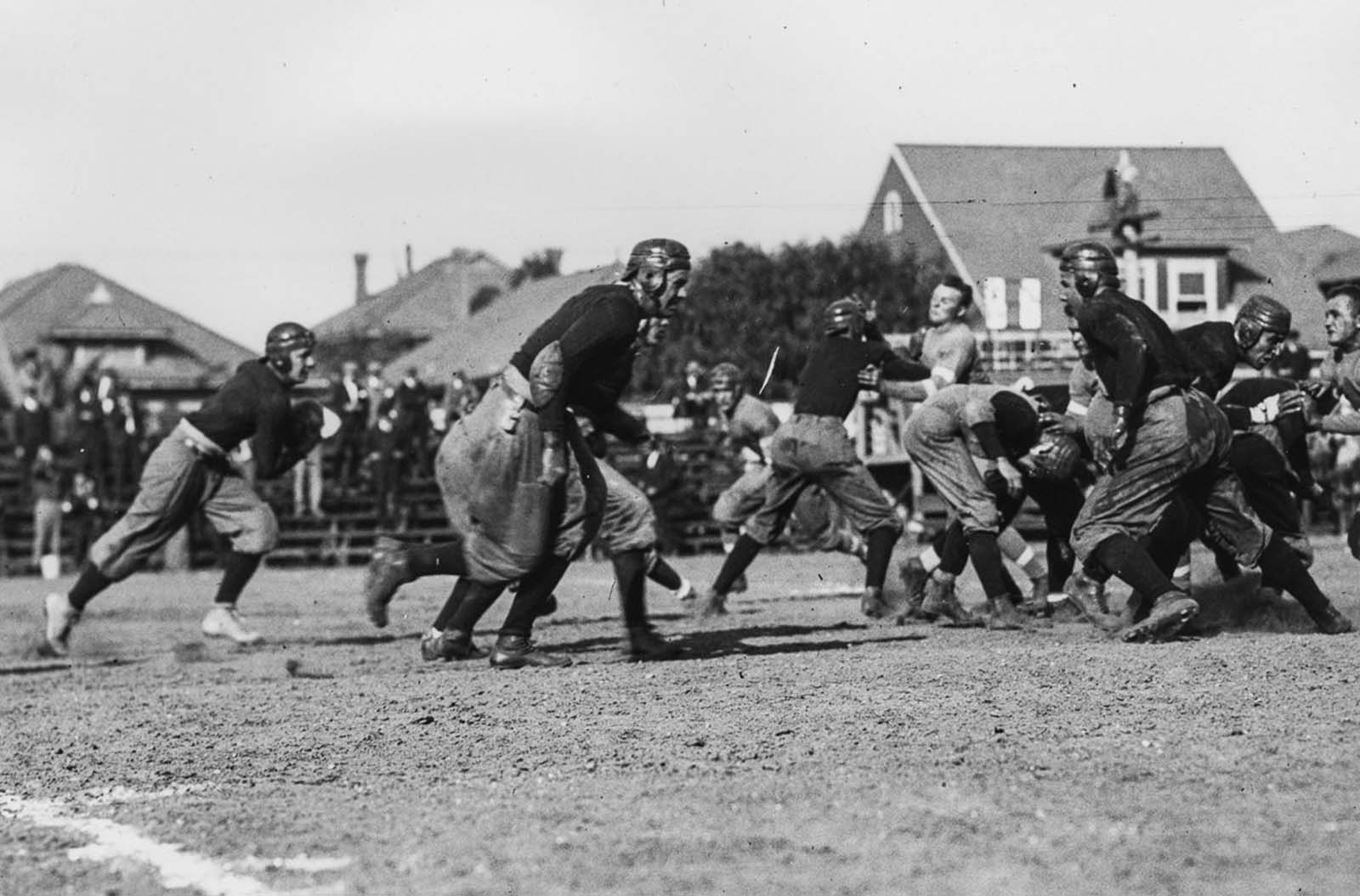 University of Southern California Trojans football team run a play against the Los Angeles Athletic Club at the Los Angeles Memorial Coliseum. 1915.