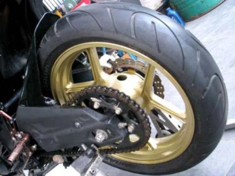 Cara Mengganti Ban Sepeda Motor dengan Mudah