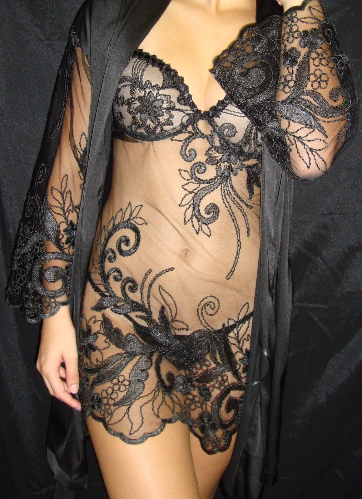 a2f070141 Essas lingeries são ideais para mulheres que gostam de viver períodos de  amor com muita intensidade. Do tipo que rouba a cena.