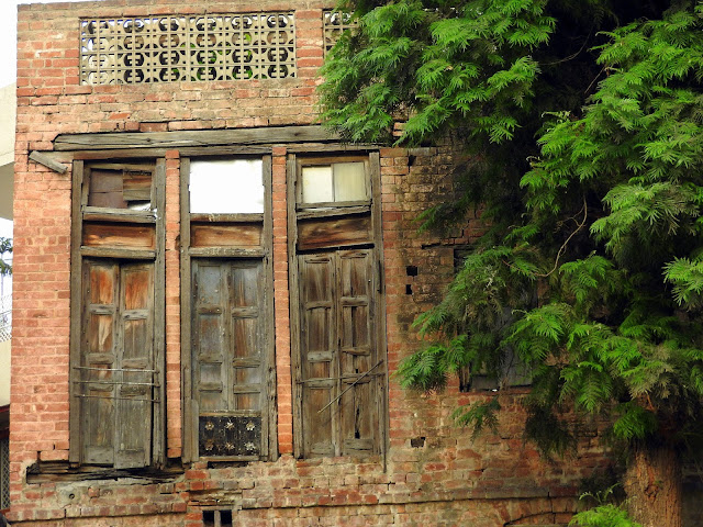 Walls and windows stand by today as they did then | Jallianwalla Baug massacre | Amritsar, Punjab (April 2016)