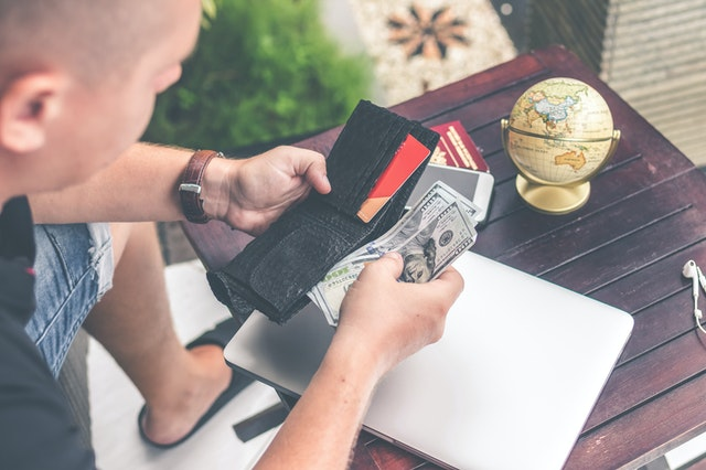 Simple and easy-to-follow money tips for a hassle-free travel