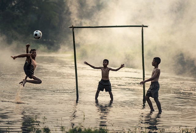 Why is not there a lot of craze for football in India?