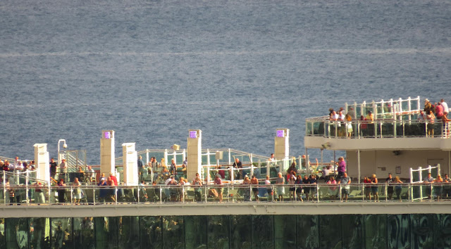 passengers of the Britannia appreciate the departure of Funchal