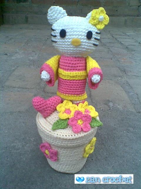 Crochet doll in Hello Kitty costume - Amigurumi Today | 640x480