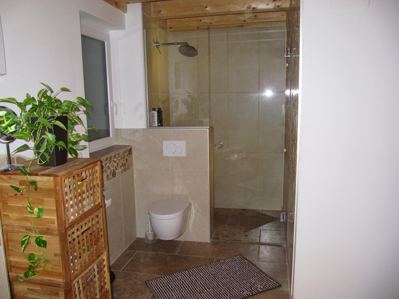 ein traum w chst badezimmer mit travertinmosaik. Black Bedroom Furniture Sets. Home Design Ideas