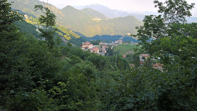 Overlooking Monte di Nese from the trail 533.