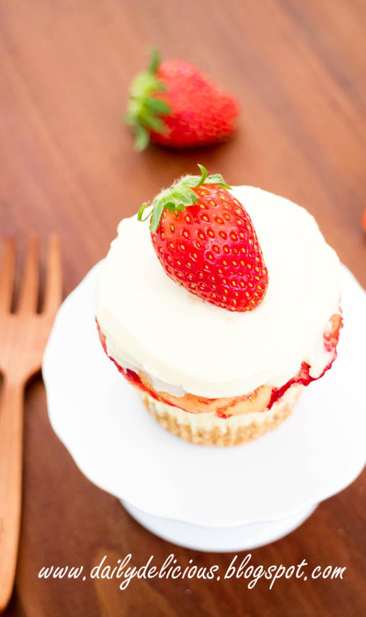 dailydelicious: Strawberry cheesecake cupcakes