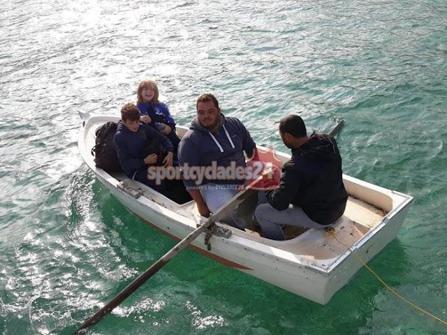 Πήραν βάρκα οι ποδοσφαιριστές για να πάνε στον αγώνα (βίντεο)