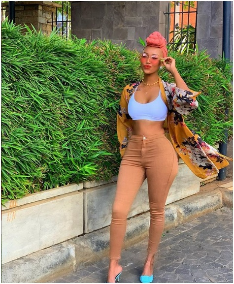 4 - HUDDAH flosses NAKED buttocks and firm BOOBs in new juicy PHOTOs.