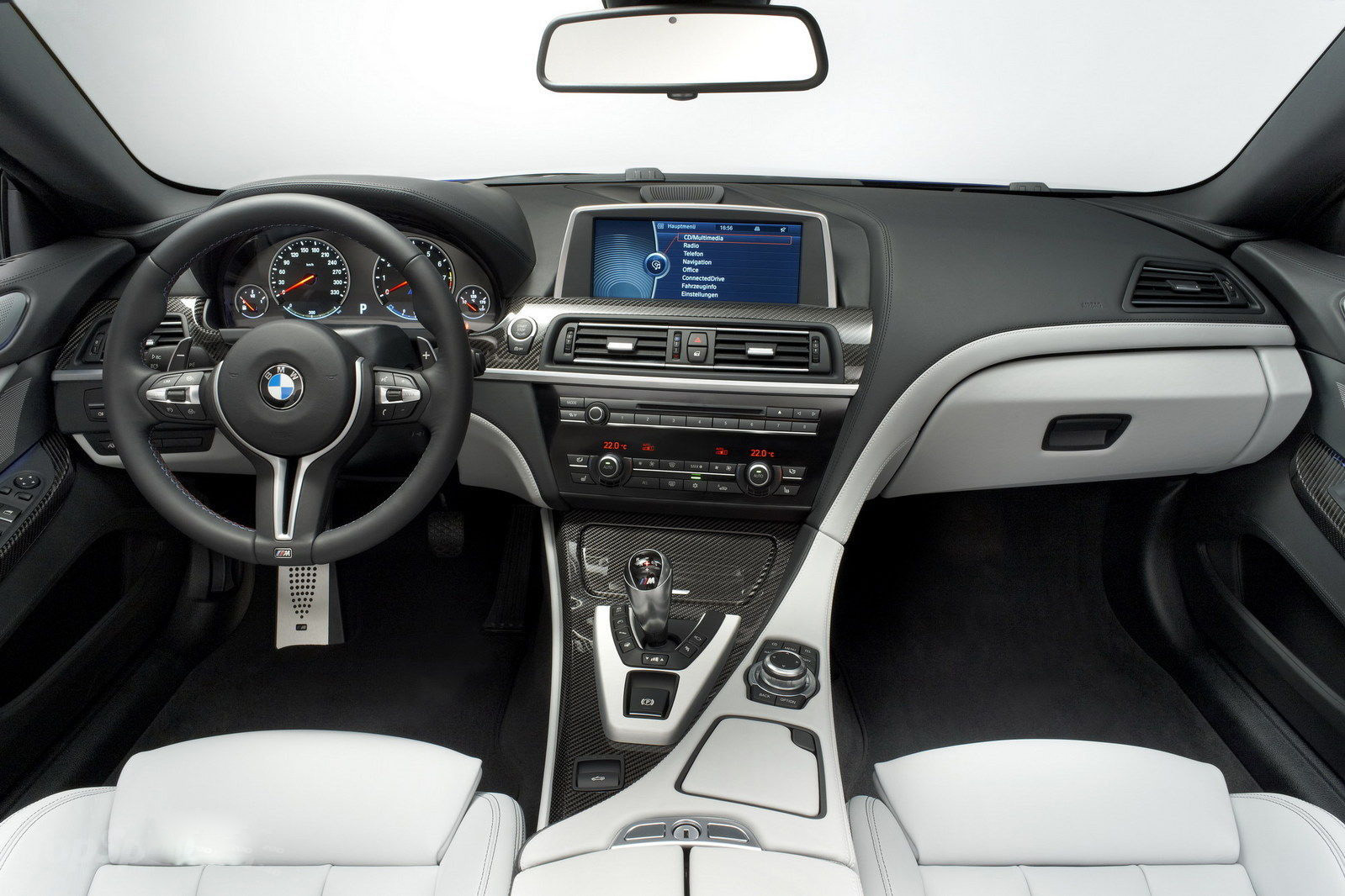 a car 2013 BMW M6 Coupe