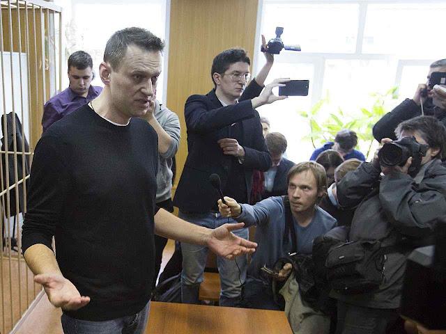 O candidato presidencial dissidente Alexei Navalny foi preso para não fazer sombra à 'triunfal' vitória de Putin