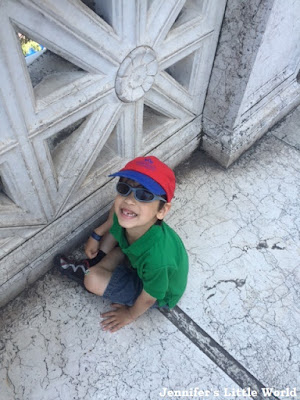 Child at the Vittorio Emmanuele Monument in Rome