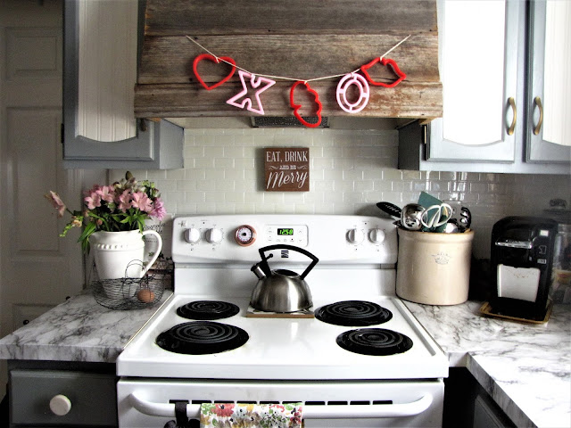 diy cookie cutter valentines garland