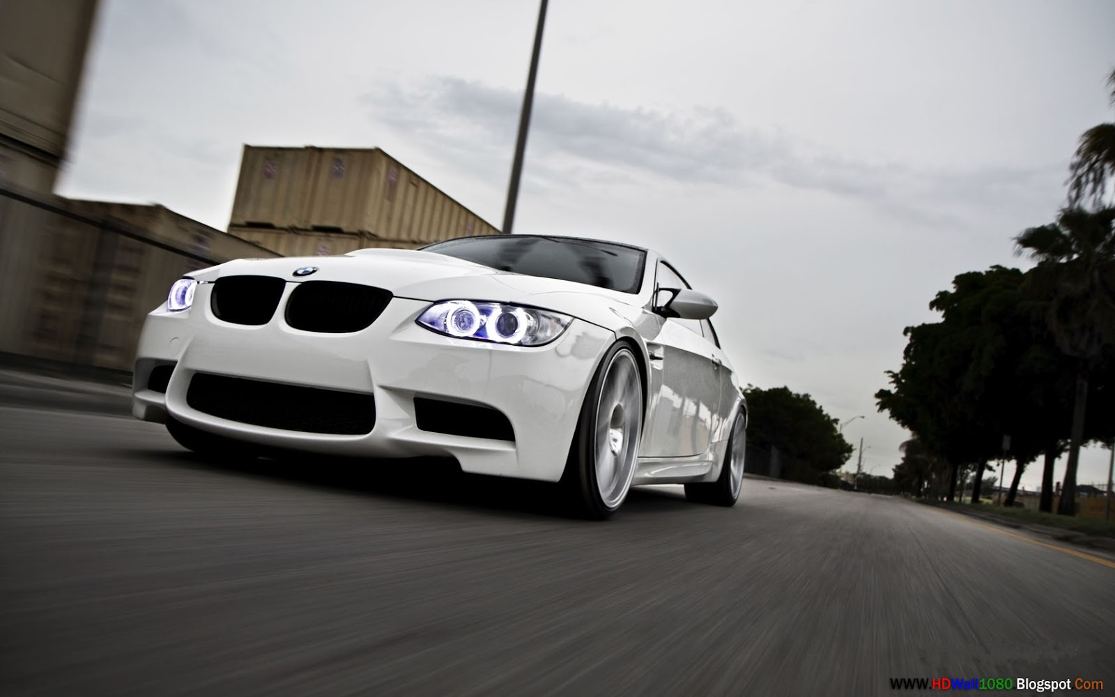 Hd Pc Desktop Wallpapers Bmw Cars In White Colour Front