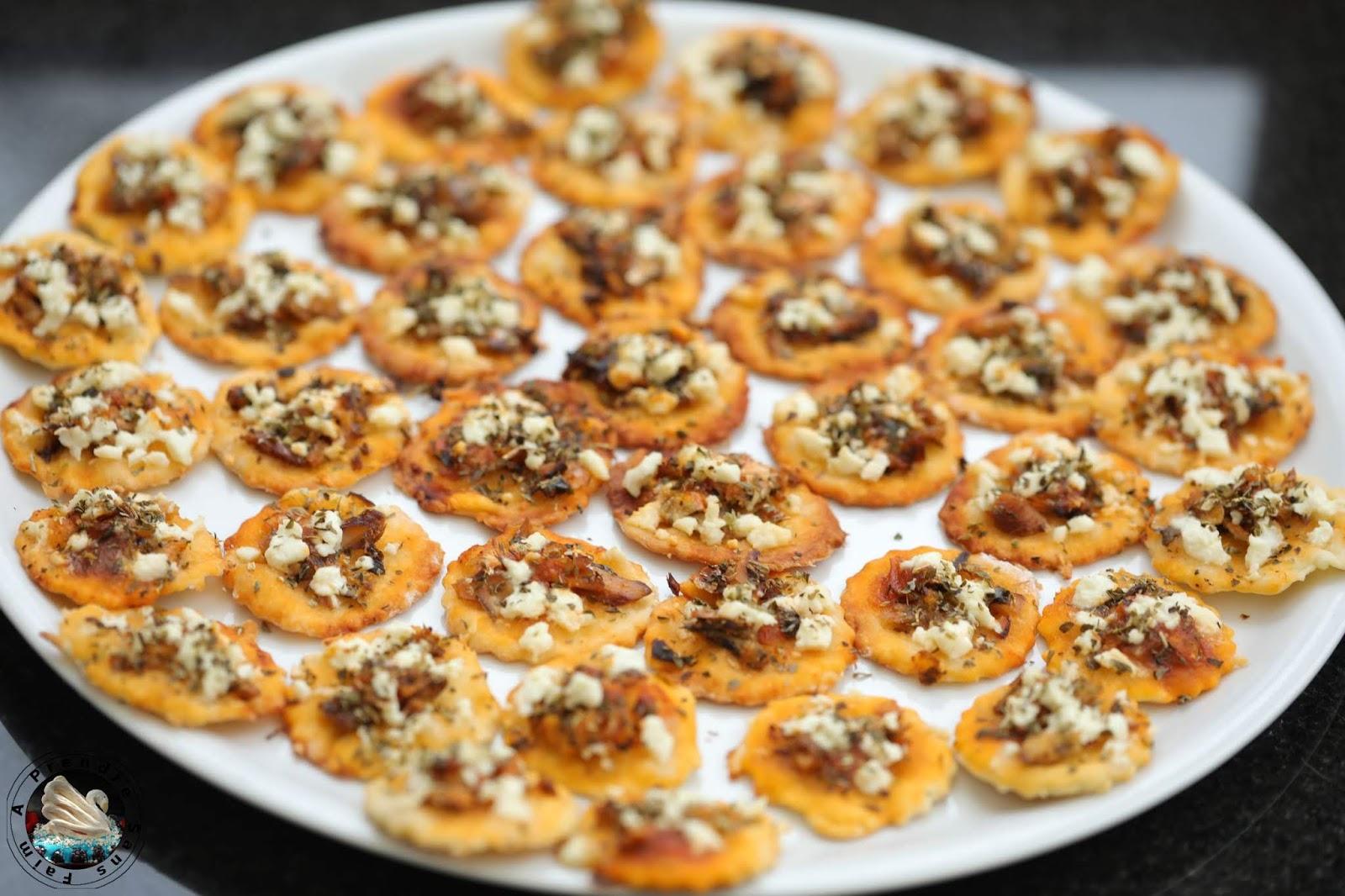 Mini-pizzas sardines à la sauce tomate piquante