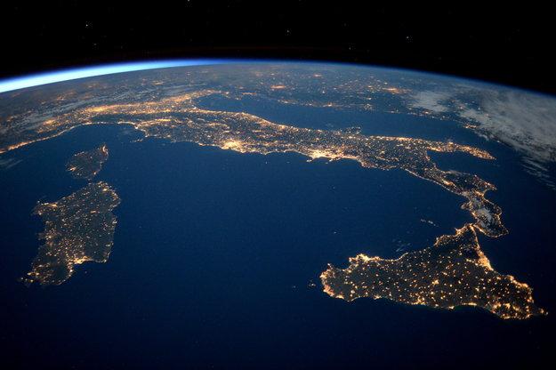 Fratture profonde allontanano la Sicilia dal resto dell'Italia