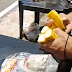 Alimentos levados à posse pelo público são cortados