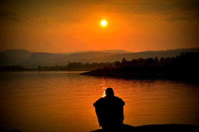 https://www.pexels.com/photo/sunset-love-lake-resort-54379/