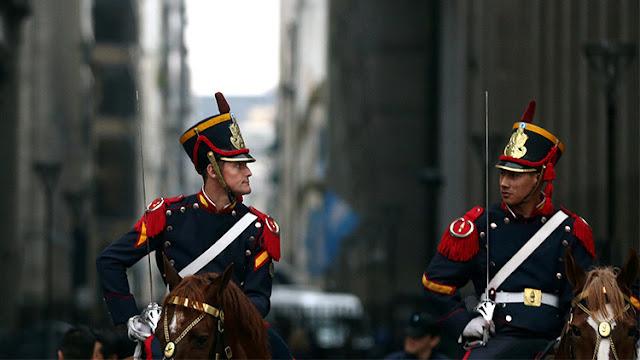 Ministro argentino reconoce el insólito error durante un desfile militar