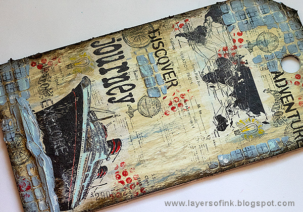 Layers of ink - Sea Journey Etcetera Tag Tutorial by Anna-Karin Evaldsson with Distress Paint